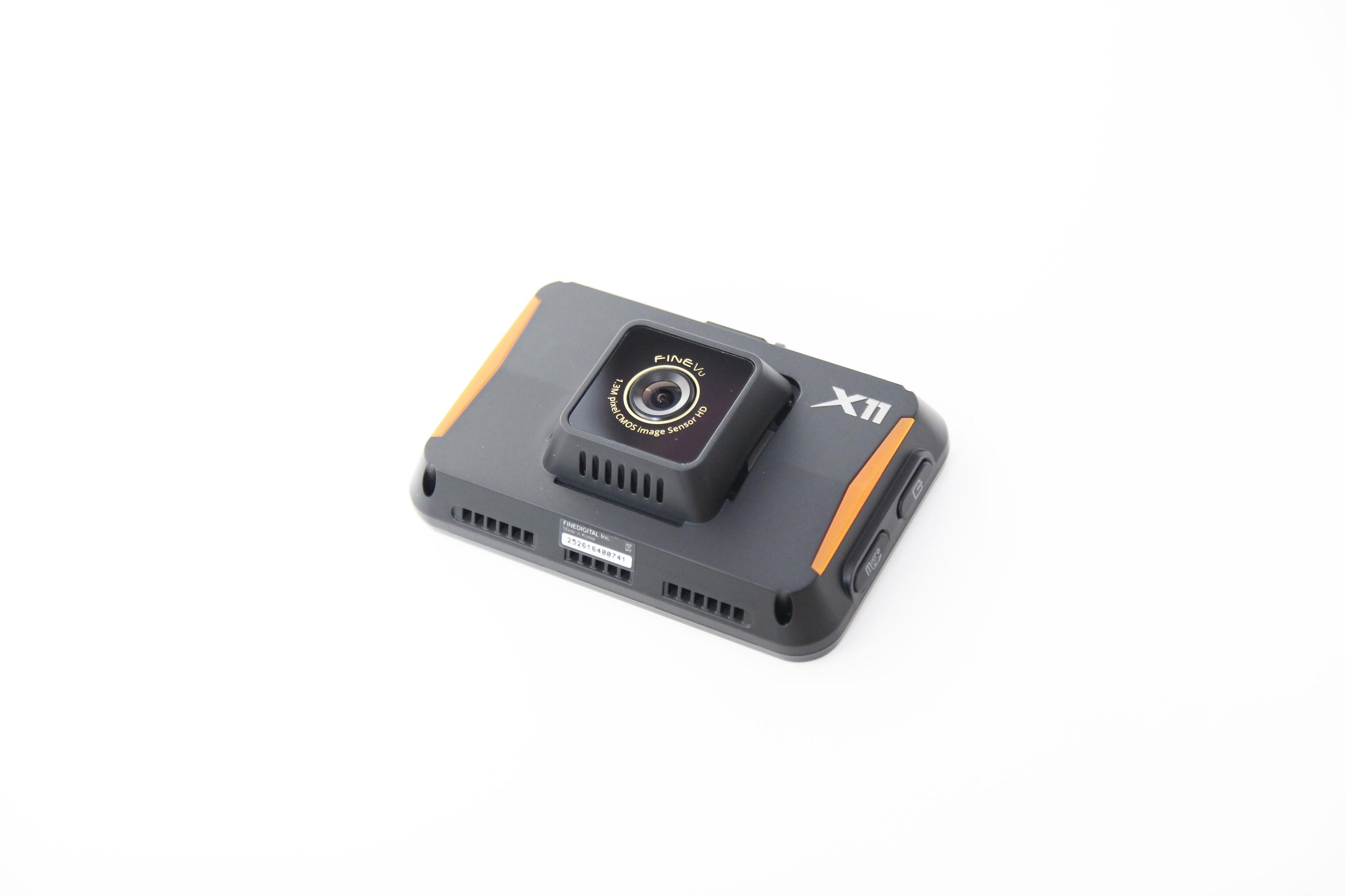 파인뷰 X11 실외형 후방카메라와 포켓프리 기능을 지원하는 2채널 블랙박스