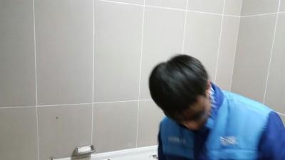 울산유리 천상리에 학교 숙직실에 거울설치 설치 시공