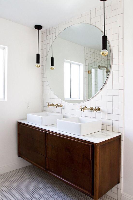 화이트와 원목의 만남 세련된 욕실인테리어