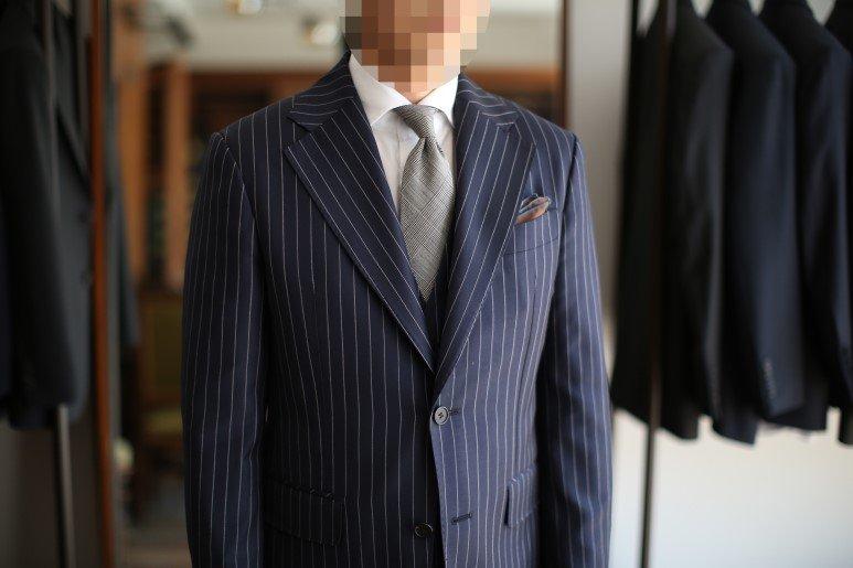45b91325fed 마른남자정장 맞춤정장 마른남자코디 남자스타일링 예를 들어 신장이 작은 체형의 경우 세로 스트라이프 원단의 수트를 착용하면