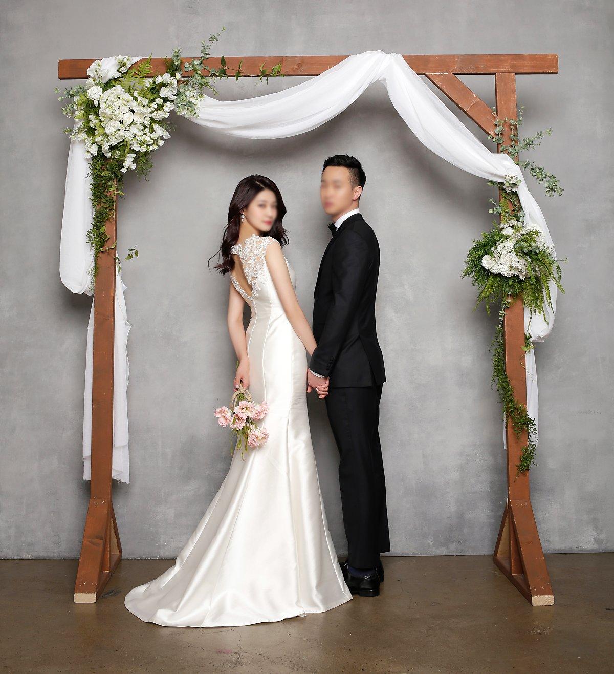 6c5f2f20854 결혼예복으로 무조건 울 함유량이 높은 원단을 추천드리는 것은 아닙니다 최근 결혼예복은 결혼식 이후 일반 정장으로 활용되기 때문에