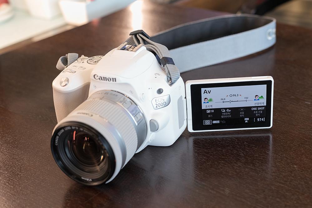 회전형 스위블 LCD 갖춘 브이로그 카메라