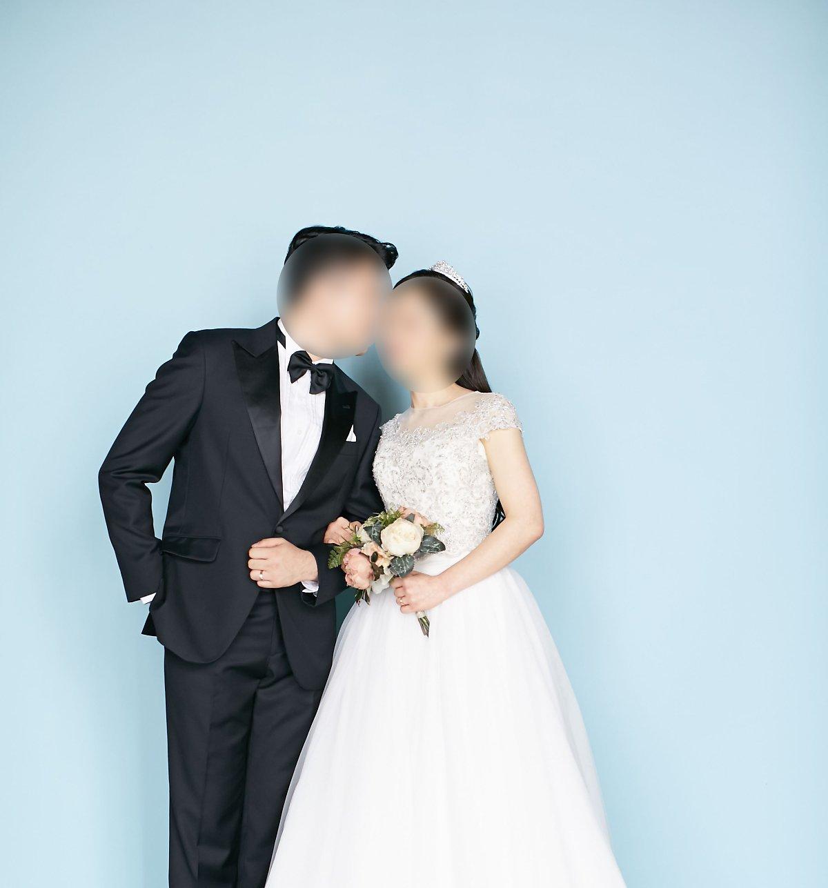 3353118880e 웨딩촬영, 턱시도대여, 맞춤정장, 결혼예보, 턱시도렌탈, 루쏘소 신랑예복 블랙 자카드 문양이 매력적인 턱시도 M-20 입니다  고급실크사로 고풍스러운 무늬가 짜여진 ...