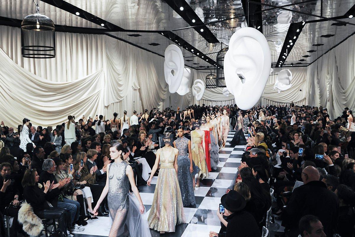new styles 15089 4c322 디올 Dior 2018 SS 오뜨 꾸뛰르 컬렉션 공개 : 네이버 포스트