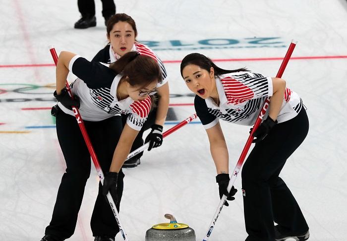 '팀 킴' 여자 컬링, 평창 결승 상대 스웨덴에 설욕 실패