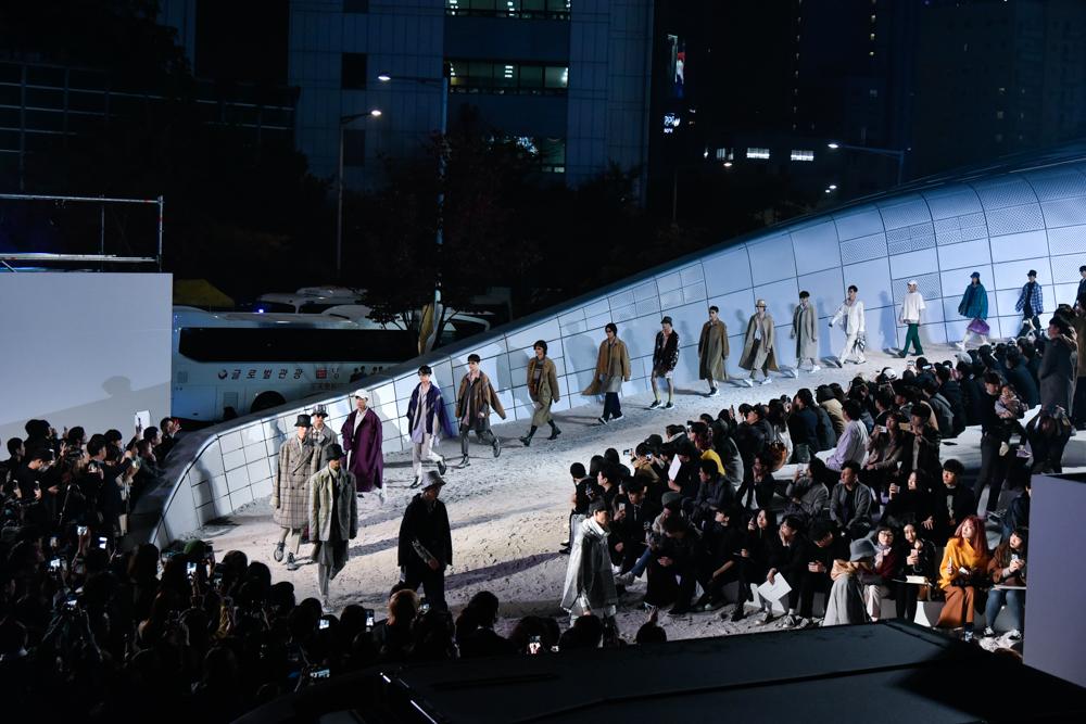 [2019 SS 헤라서울패션위크] BTS도 입은 '솔리드옴므', 우영미가 선물한 로맨틱한