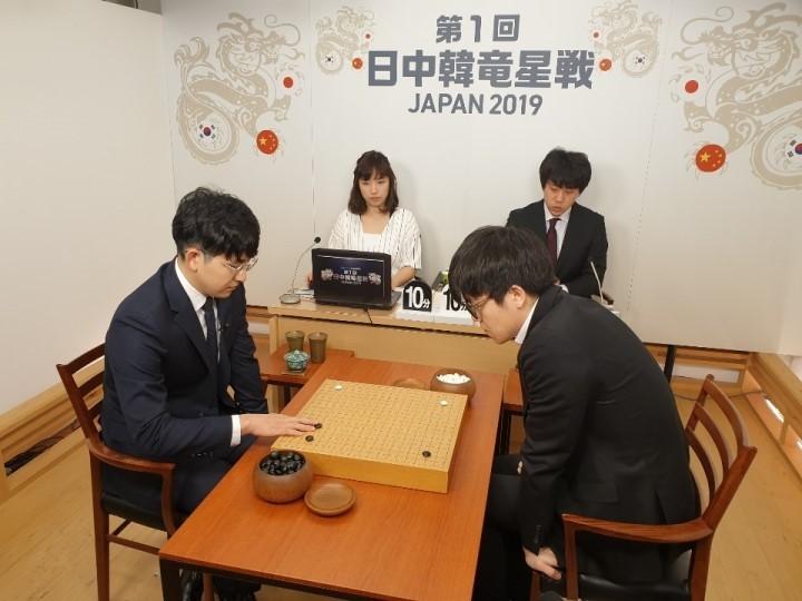 김지석(왼쪽)_vs_커제1.jpg