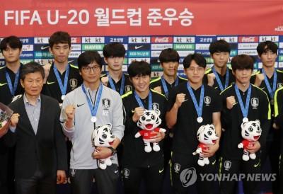 [이슈종합] U-20 월드컵 준우승, 헹가래받는 정정용 감독-골든볼 수상 이강인