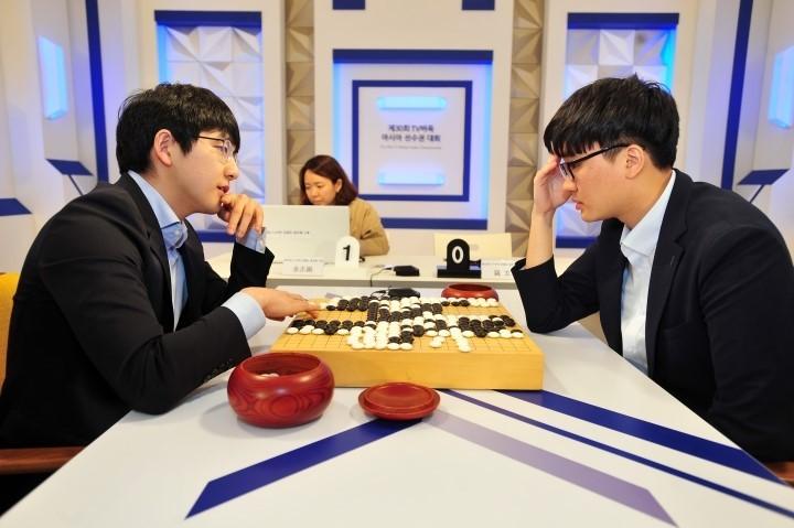 김지석_9단(왼쪽)_vs_나현_9단(전기_결승_자료사진.JPG