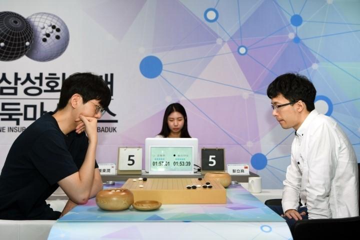 강동윤-승자(왼쪽)_vs_펑리야오.JPG