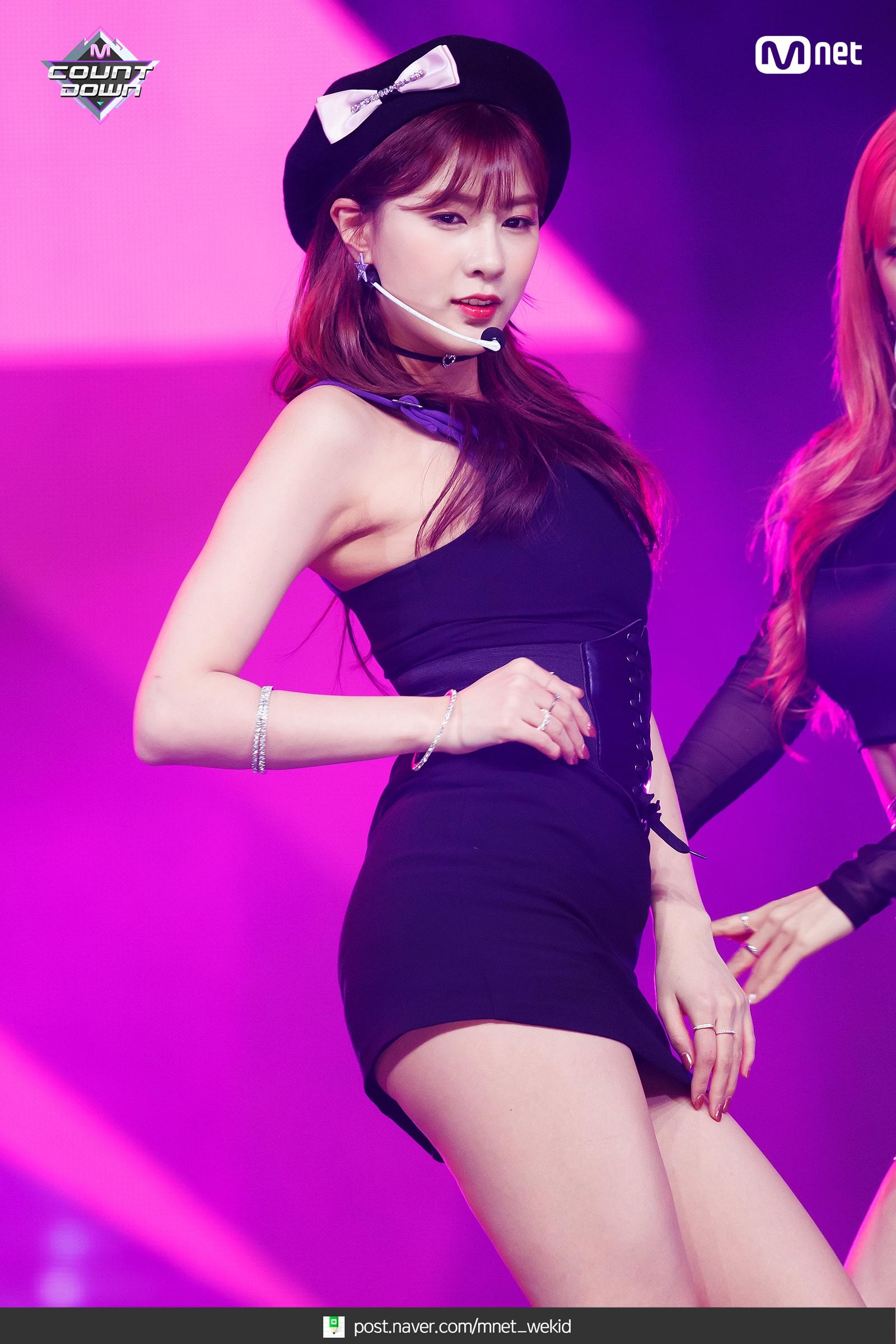 Apink_EungEung_(10).jpg