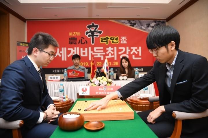 본선_8국_양딩신(왼쪽-승자)vs신진서.JPG