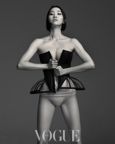 모델 장윤주, 결혼 후 여전한 명품 몸매…가슴성형 불식시킨 파격 화보