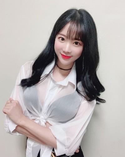 키움 히어로즈 치어리더 김한나, 흑발로 파격 변신…'맥심 표지모델다운 섹시美'