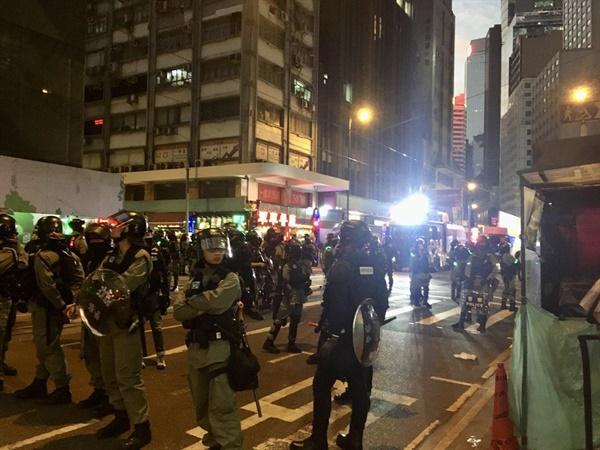"""""""프랜차이즈 대신 작은 가게로"""" 홍콩 시위대의 특별한 당부"""