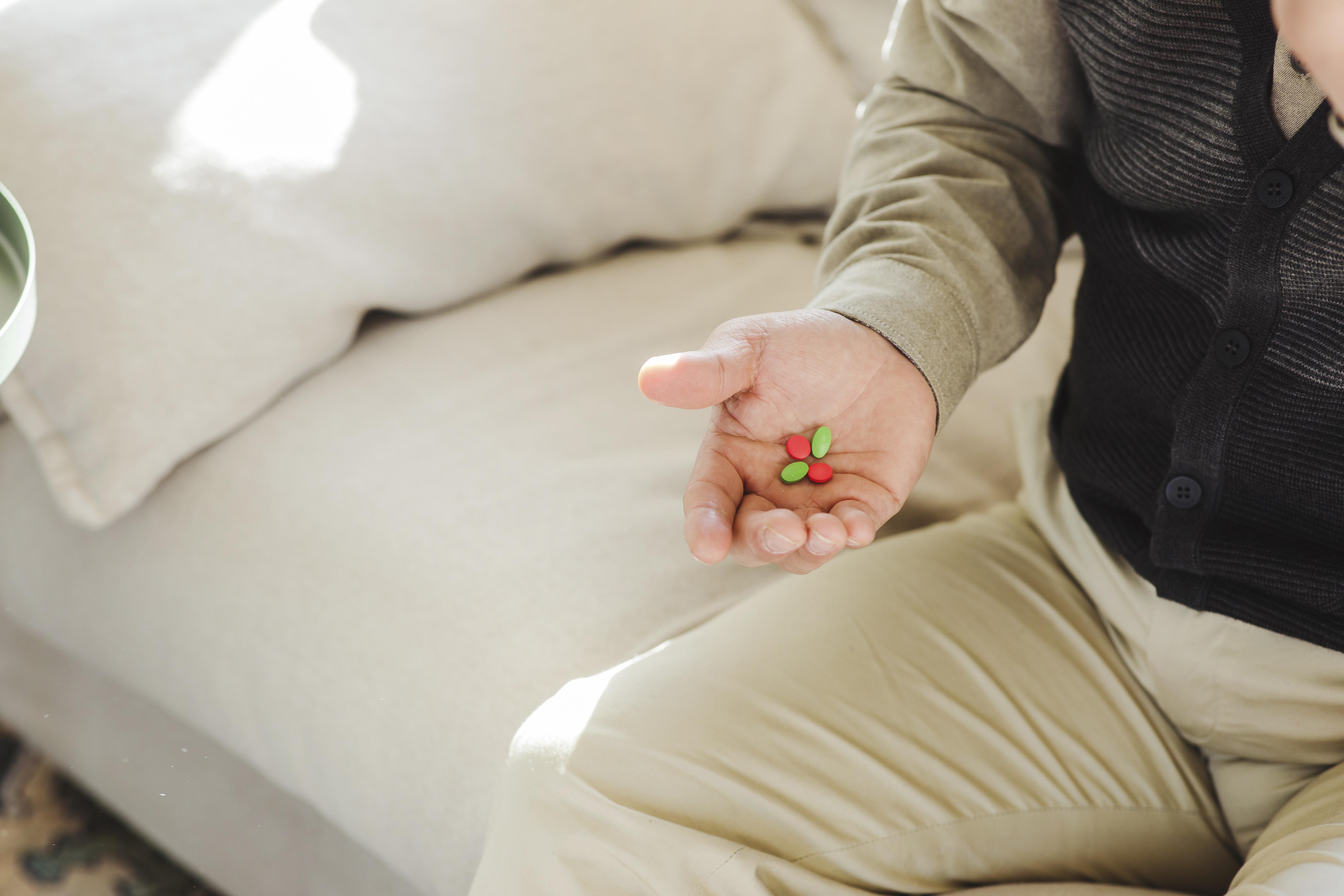 노인의 건강을 위한 올바른 약 먹기 방법