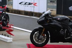 혼다 CBR1000RR-R 파이어 블레이드, Born To Race