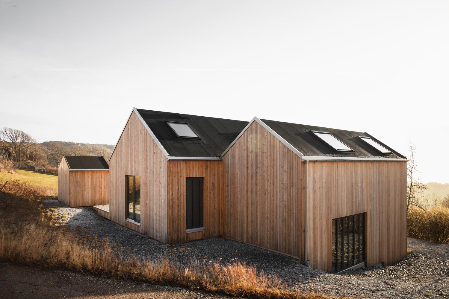 바위 해안가에 위치한 스웨덴 전원주택